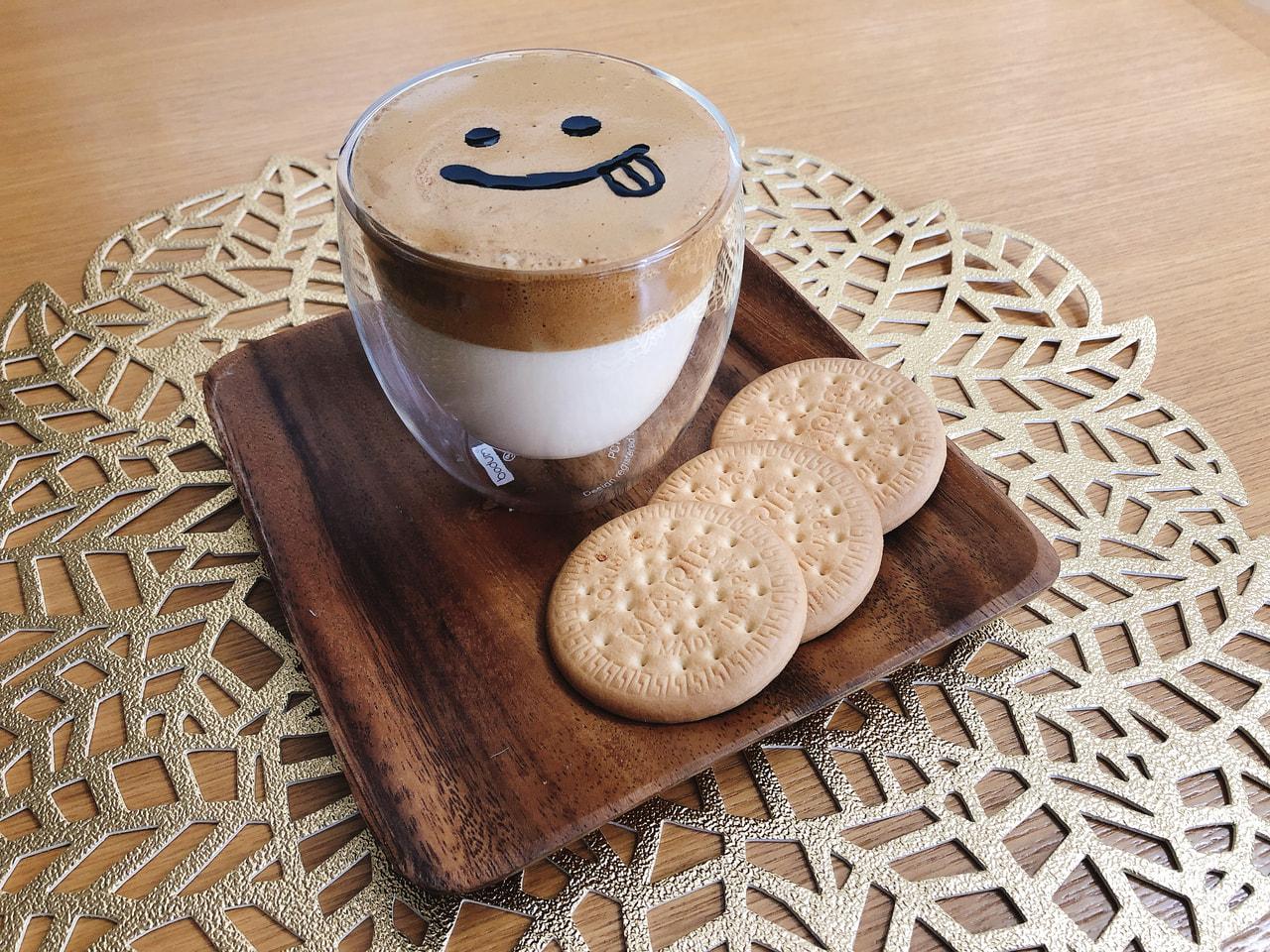 ダルゴナコーヒー(ごまラテアート)