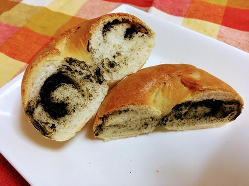 ベーグル(黒ねりクリームチーズ)