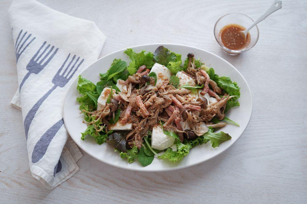 【かどや製油×カタギ食品 コラボレシピ】炒めきのこと豆腐のサラダ