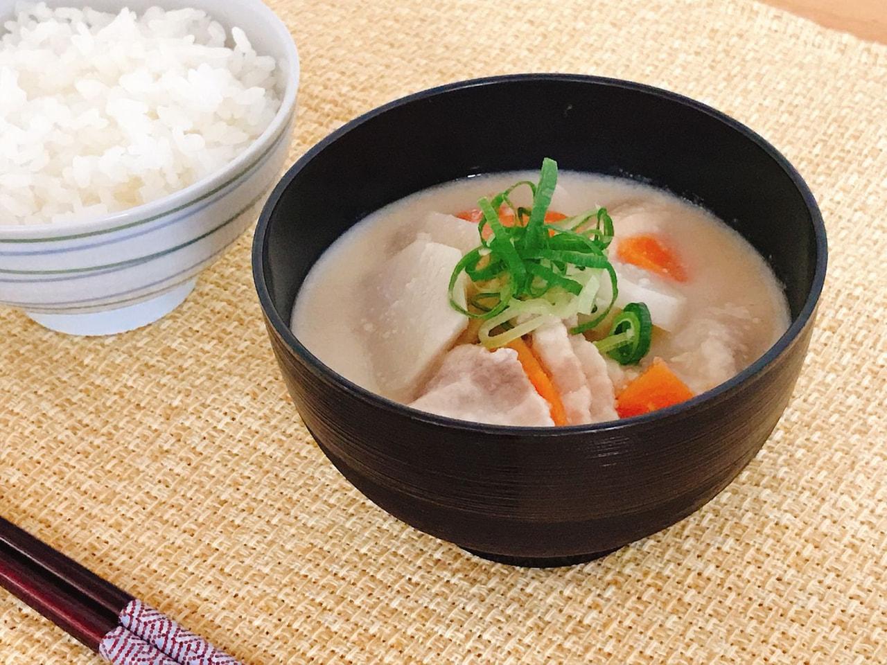 里芋の豆乳ねりごま味噌汁